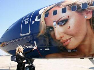 Už nevíte kam s reklamou? Potiskněte Boeing 737!
