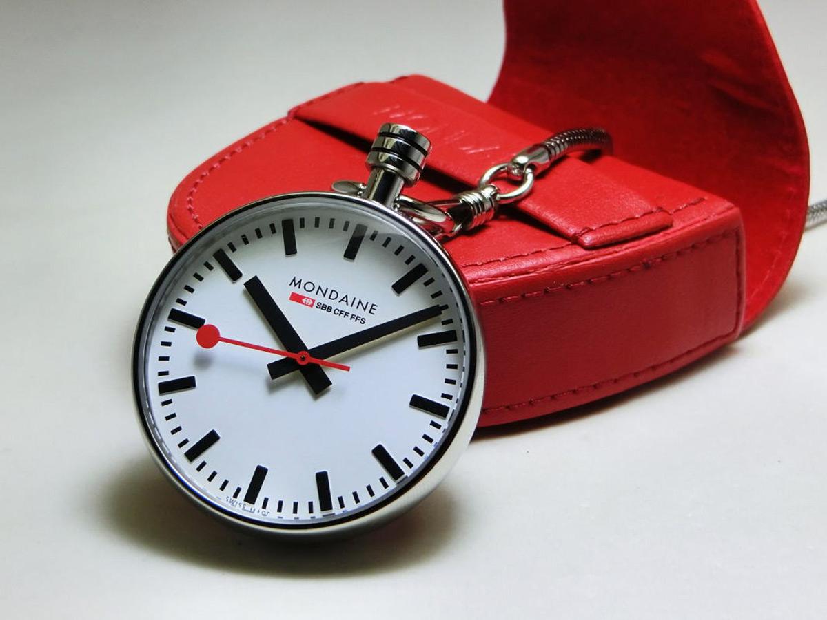 ba194e18e Na 24time.cz najdete aktuální nabídku hodinek i nástěnných hodin Mondaine.